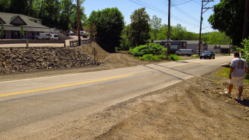 2015: The Forbes Road crossing still has tracks.